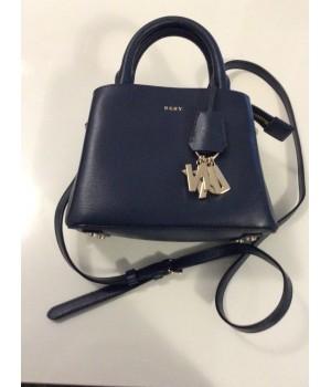 ef9ede2dc4 Sacs Marque DKNY petit vanity bleu Marine chic - Envie de plaire